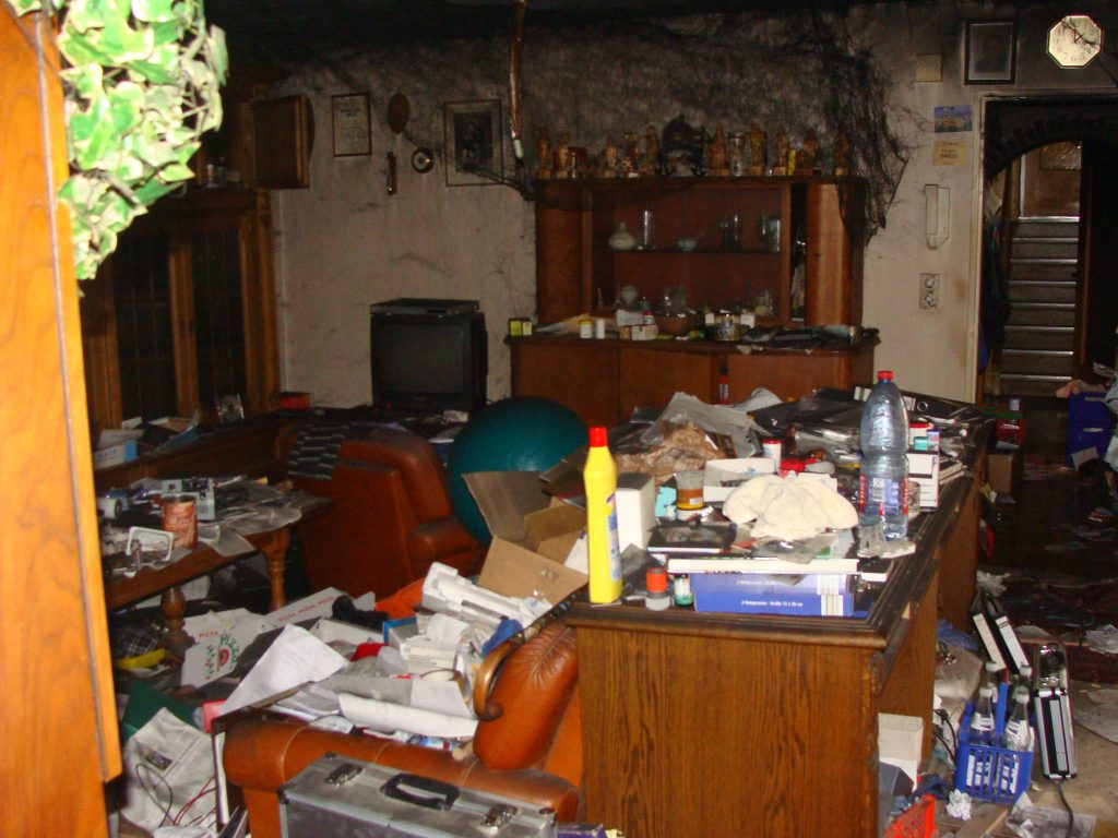 Schadenbeispiel Wasserschaden Rettung des Inventars im Wohnzimmer
